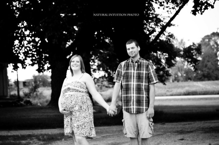 Baby Bump, Maternity, Baby Plan, Field, Blanket, Waupaca Wisconsin, Stevens Point Wisconsin, Family & Maternity Photography, Antigo Wisconsin, Stevens Point WI