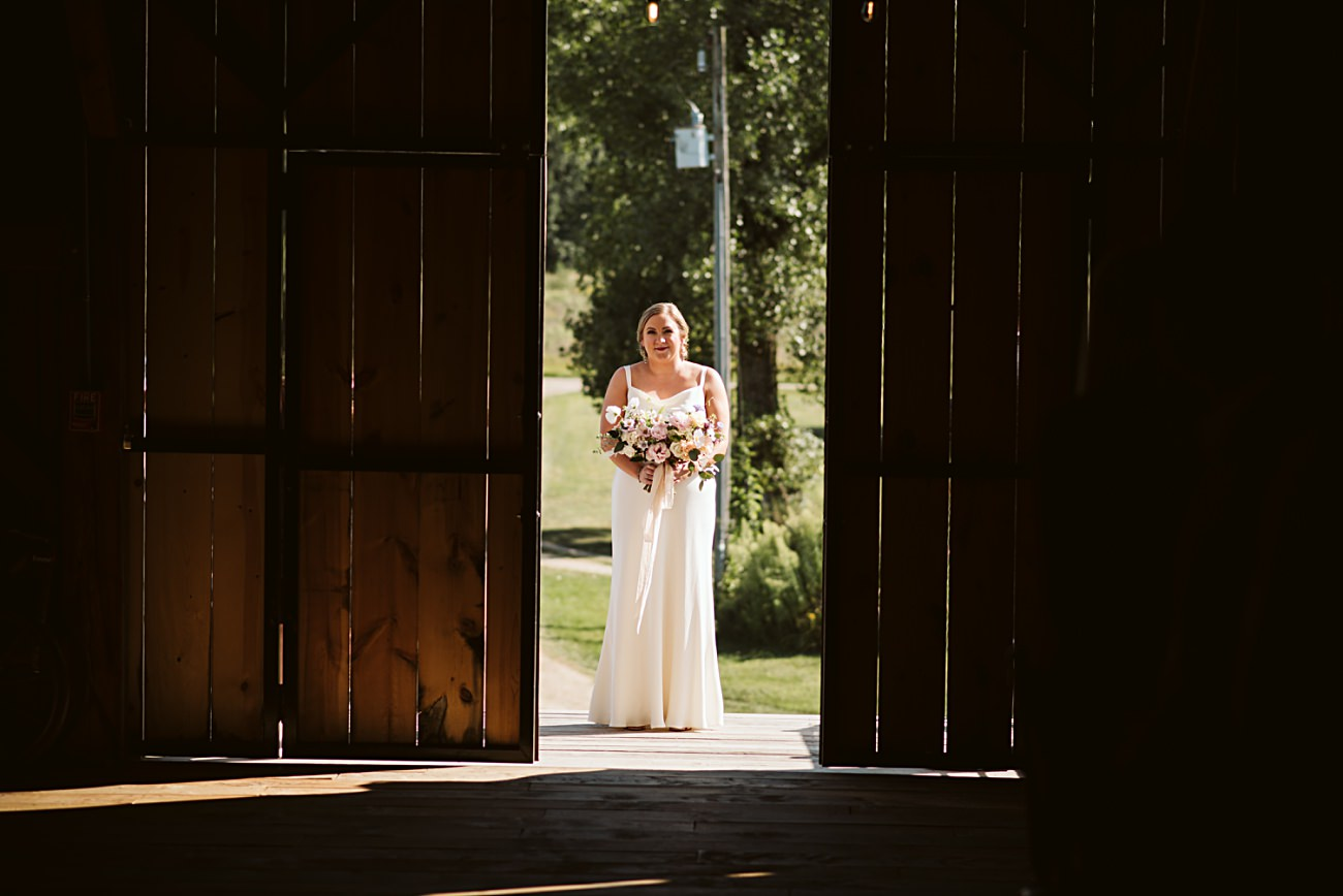 Octagon Barn Wedding near Spring Green Wisconsin, Barn Wedding Inspiration, Ceremony Photos